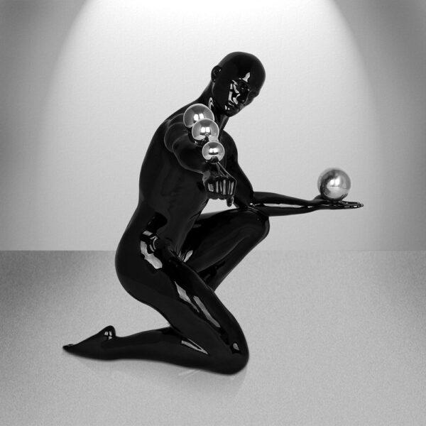 scultura-in-resina-giocoliere-nera