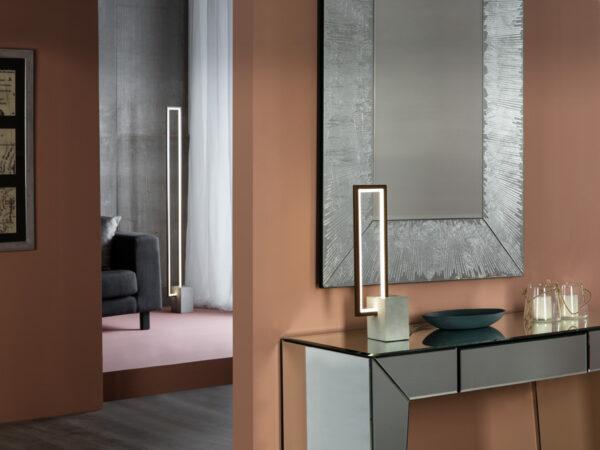 lampada_da_tavolo_rectangle_alluminio_metallo_legno_scuro_base_cemento(2)