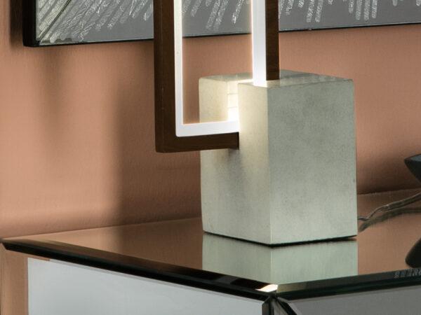 lampada_da_tavolo_rectangle_alluminio_metallo_legno_scuro_base_cemento(3)
