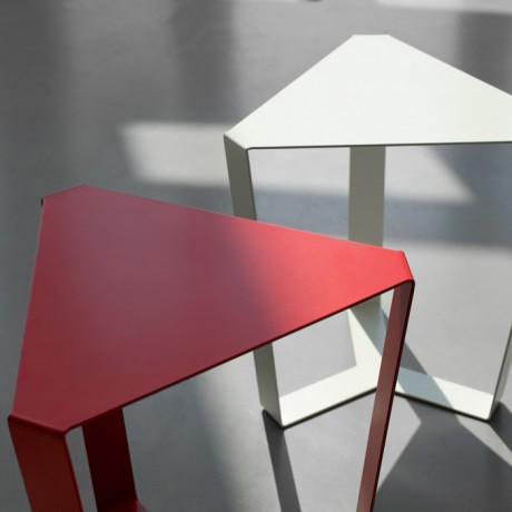 tavolino_da_salotto_metallo_finity_colori_a_base_triangolare (5)