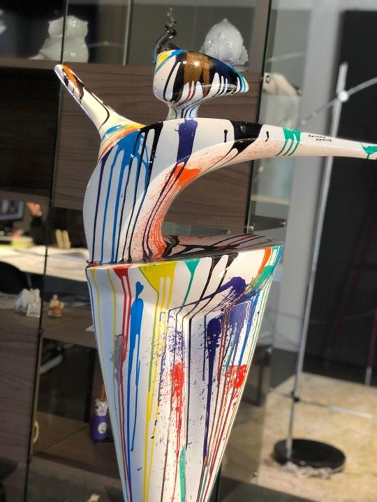 scultura_in_resina_astratta_arlecchino_macchie_di_colore (4)