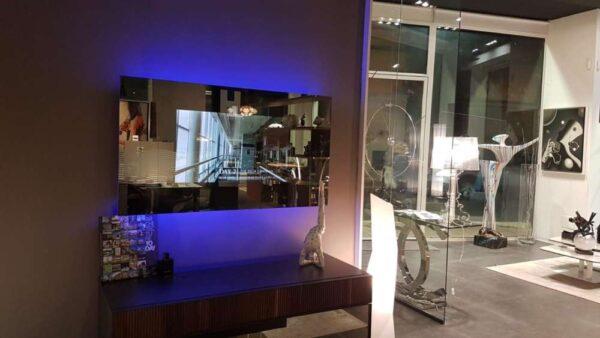 specchio-con-tv-incorporata-design-alta-qualità (1)