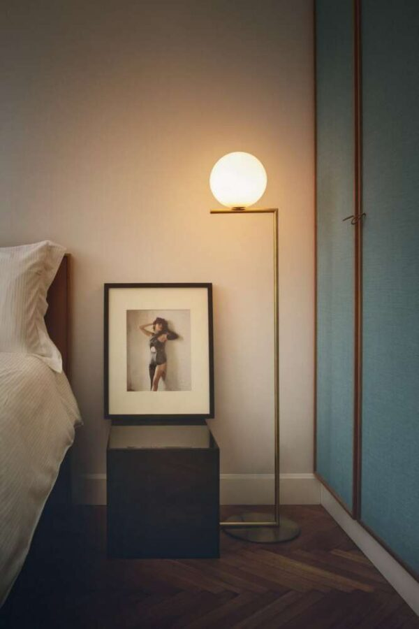 IC-LIGHTS-F2-FLOS-lampada_da_terra_ottone_acciaio_vetro_soffiato (5)