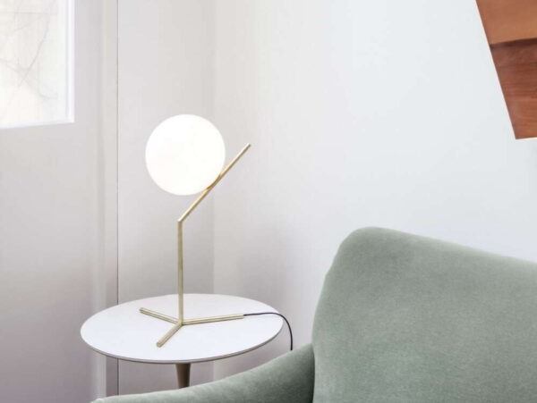 IC-LIGHTS-T1-FLOS-lampada_da_tavolo_acciaio_ottone_vetro_soffiato (7)