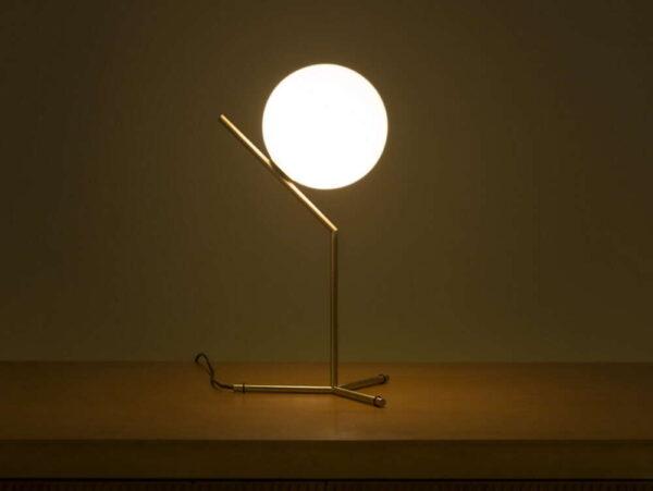 IC-LIGHTS-T1-FLOS-lampada_da_tavolo_acciaio_ottone_vetro_soffiato (8)